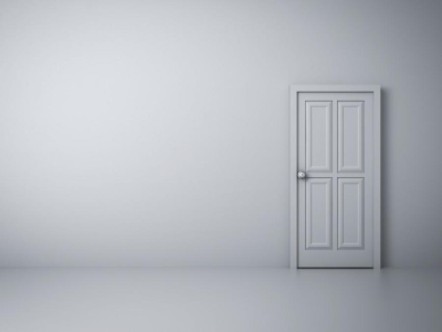 Rozdíl mezi zabouchnutými a zamčenými dveřmi