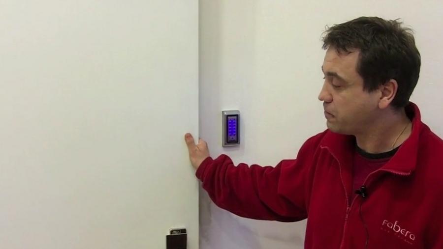 Jak poznám levé a pravé dveře?